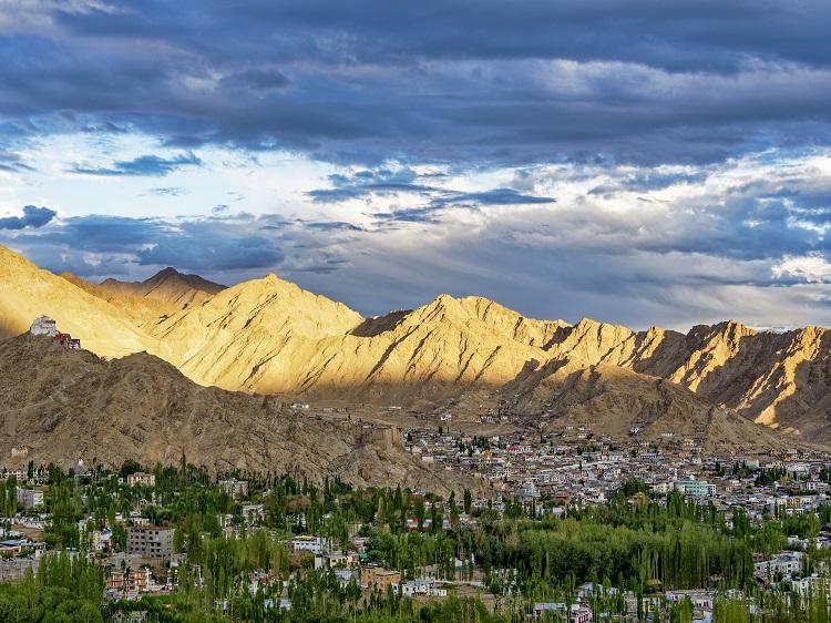 레(Leh)는 라다크에서 가장 큰 마을로 인구가 3만 명